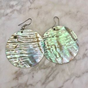 Jewelry - Round opalescent shell earrings